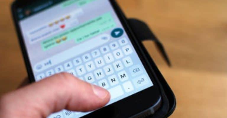 Spiare i messaggi di Whatsapp: la nuova frontiera della comunicazione